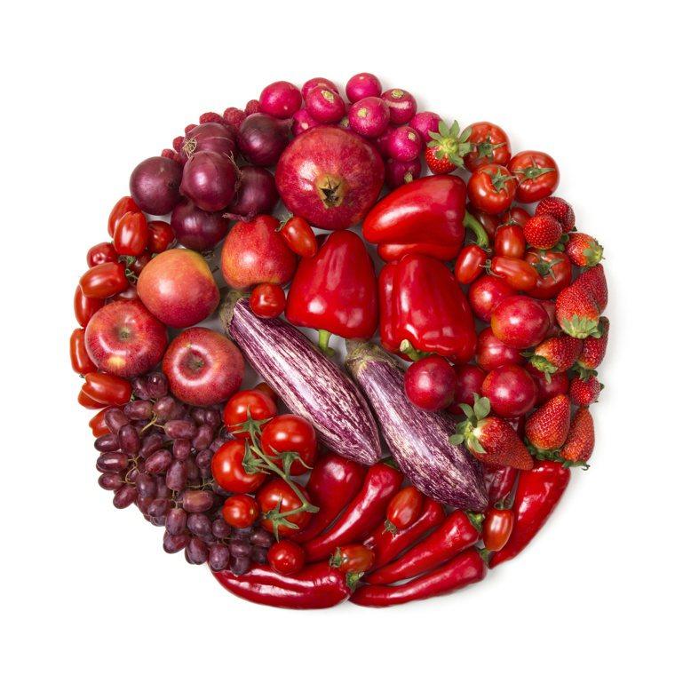 「紅色食物入心」,吳明珠建議,夏天不妨多吃紅色食物,補心又滋陰。圖/123RF