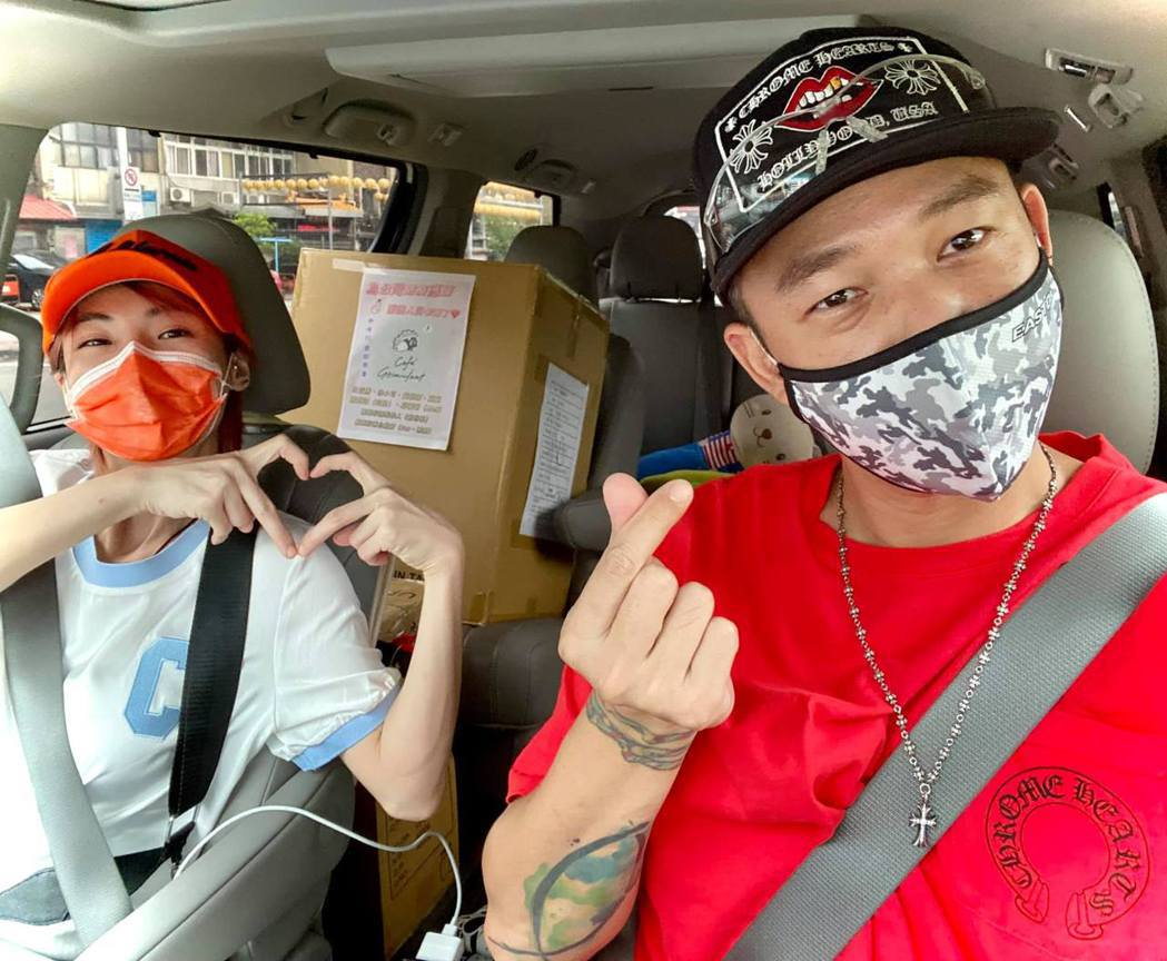 Ben與徐小可夫妻選擇在台灣等疫苗。圖/擷自臉書