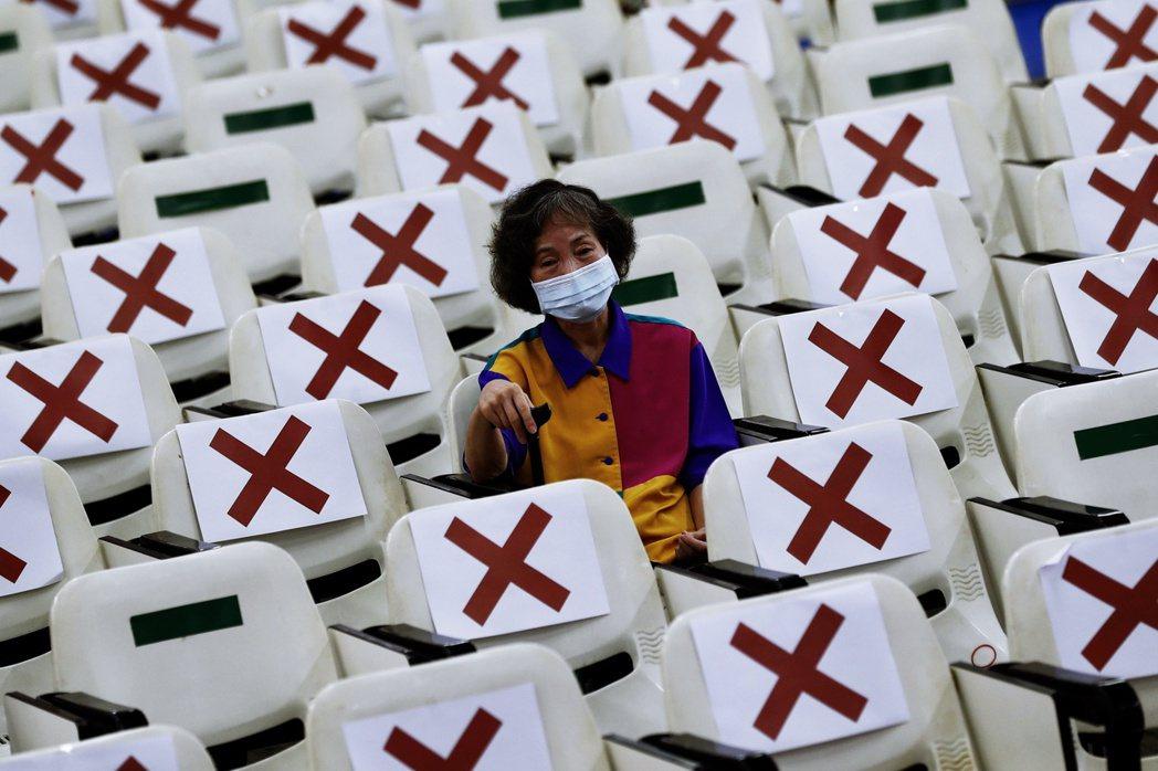 日本讀者讀到「疫苗贈台恐導致反日暴動」的報導時,也容易被激起情緒反應。圖為台灣新...