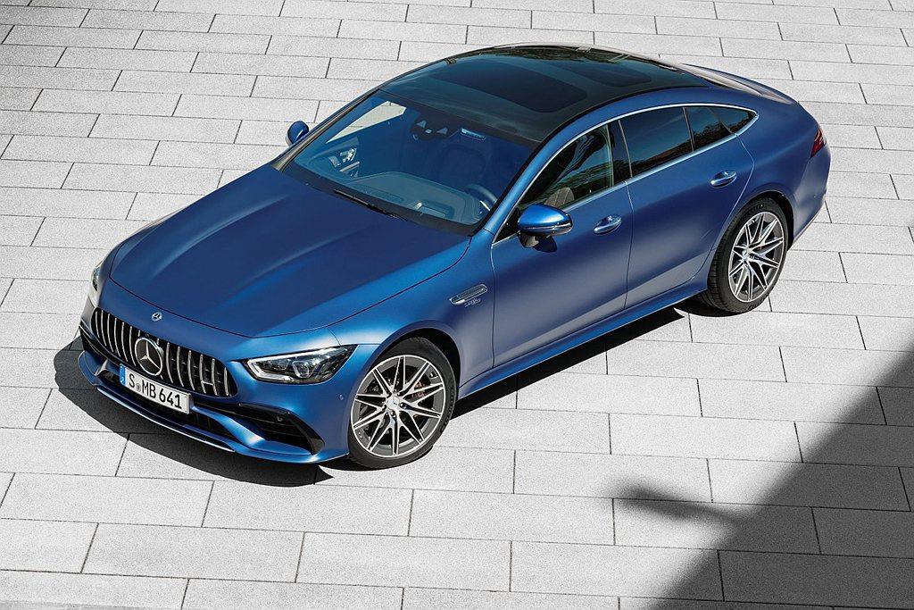 小改款Mercedes-AMG GT 4-Door Coupe新增三車色:光譜藍...