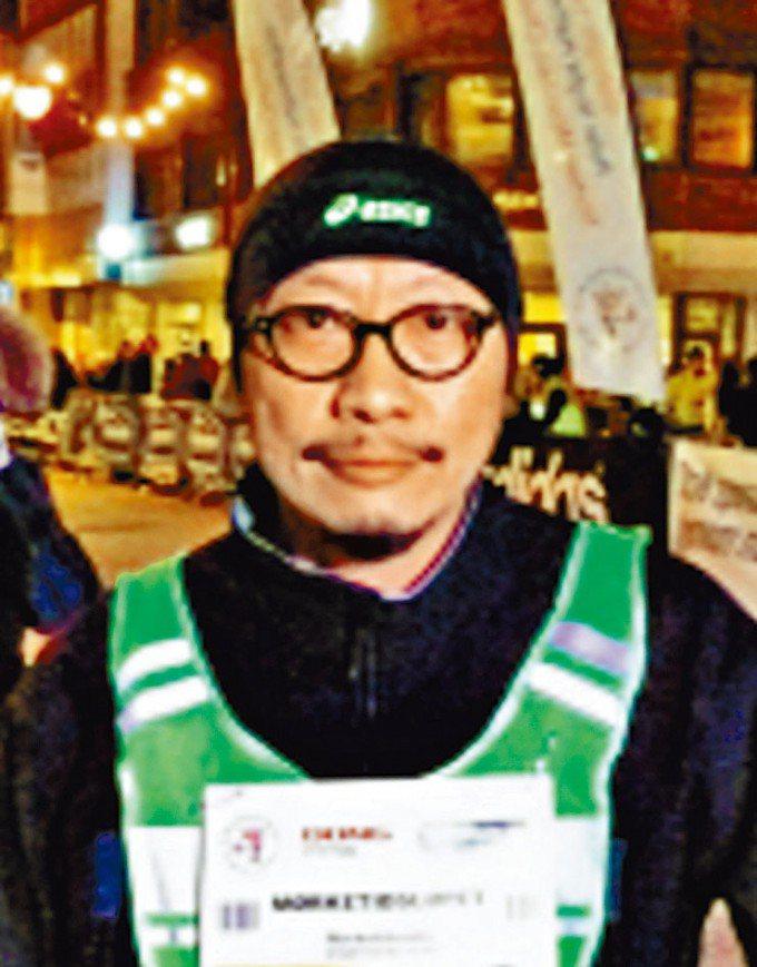 筆名盧峯的馮偉光昨晚在機場被捕。星島日報