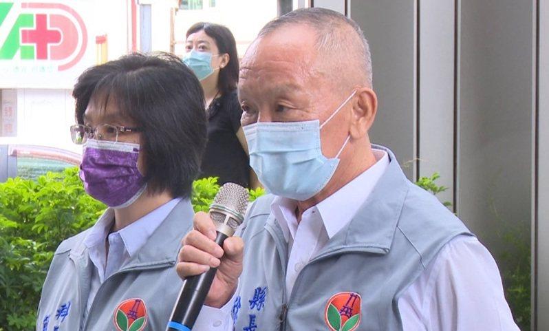 徐耀昌今天上午參加國際扶輪社捐贈移動式正壓篩檢站給苗栗市大千綜合醫院,現場宣布移工外出禁令解封。圖/民眾提供