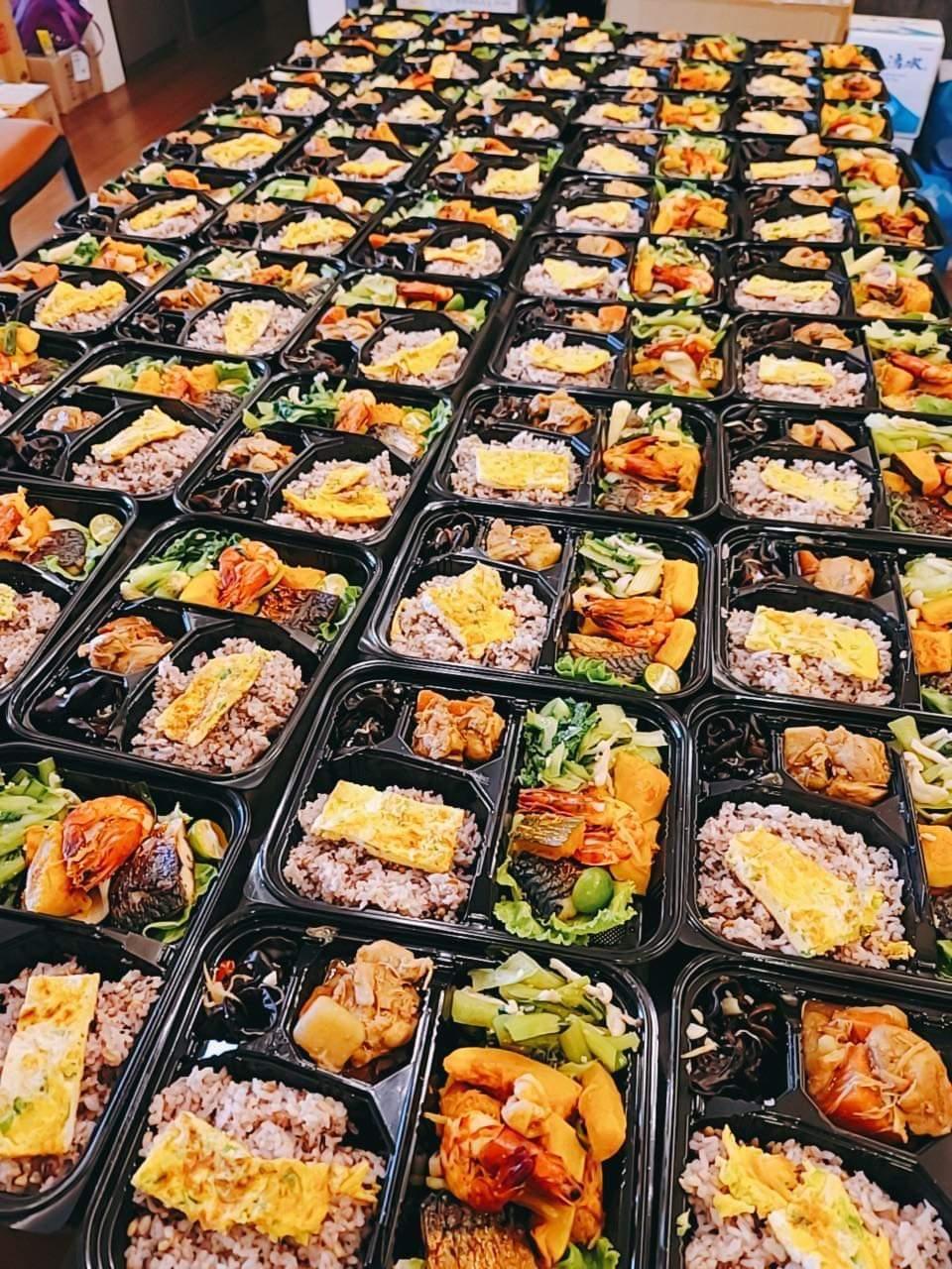 侯昌明家至今已送出150份便當,全都出自家中廚房。圖/摘自臉書