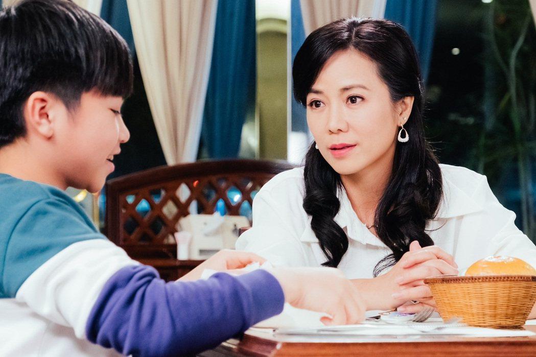 陳仙梅在「黃金歲月」中演出媽媽歌星。圖/民視提供