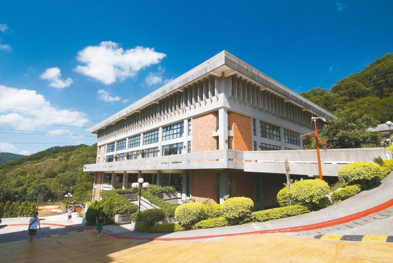 黎明技術學院(原黎明工專)成立於民國58年,地處新北市泰山區機場捷運及中山高速公路交流道旁。圖/黎明技術學院提供