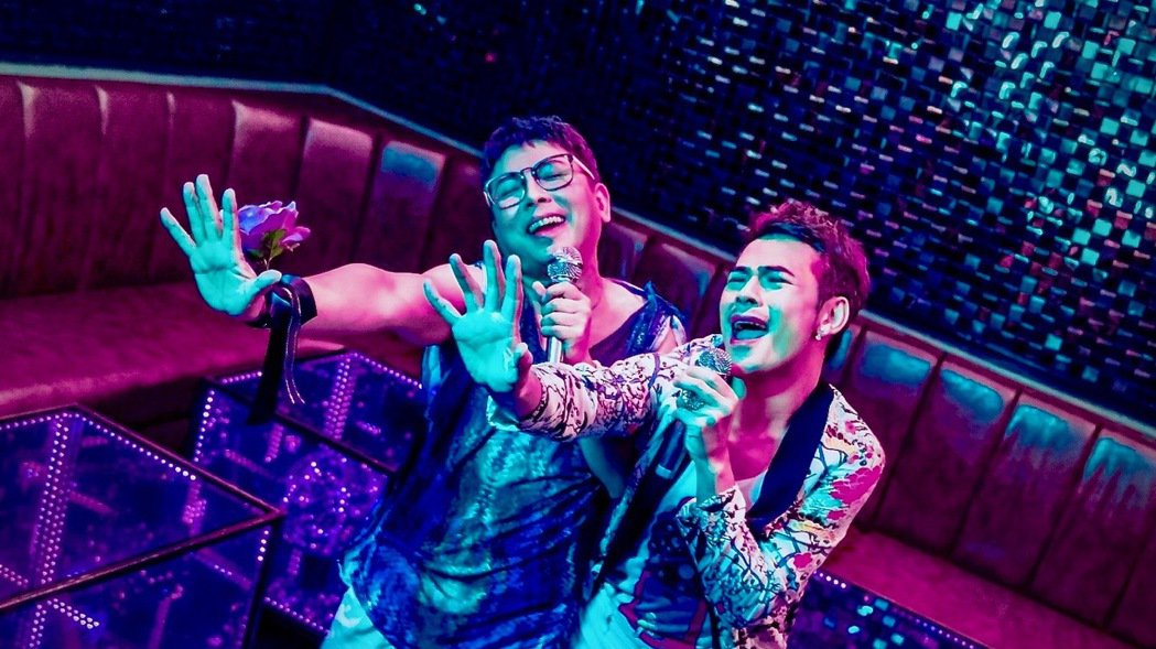 郭蘅祈(左)為主演的短片電影「親親壞姊妹」獻唱主題曲。圖/Gagaoolala影