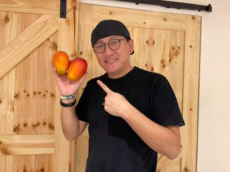 詹姆士要大家放心吃芒果。圖/摘自臉書