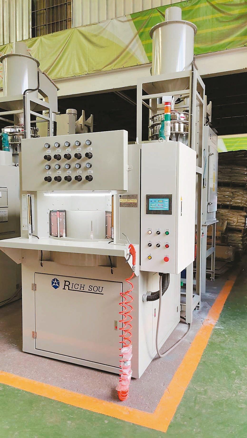 大鎪科技推出更高規格的「圓盤式自動噴砂機」,幫助客戶運用在高精密加工製程優化產品...