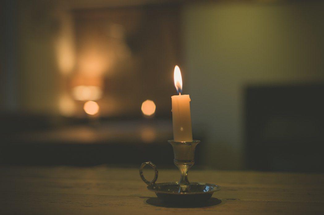 一名女網友分享,她在外租屋都有定時繳房租、水電費,沒想到日前突然被斷電,傳訊息問...