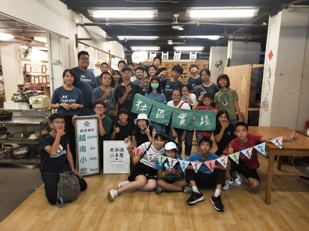 能在迅速籌募物資,應援在地,是因為台灣社區實踐協會已在萬華成立14年。 圖/台灣...