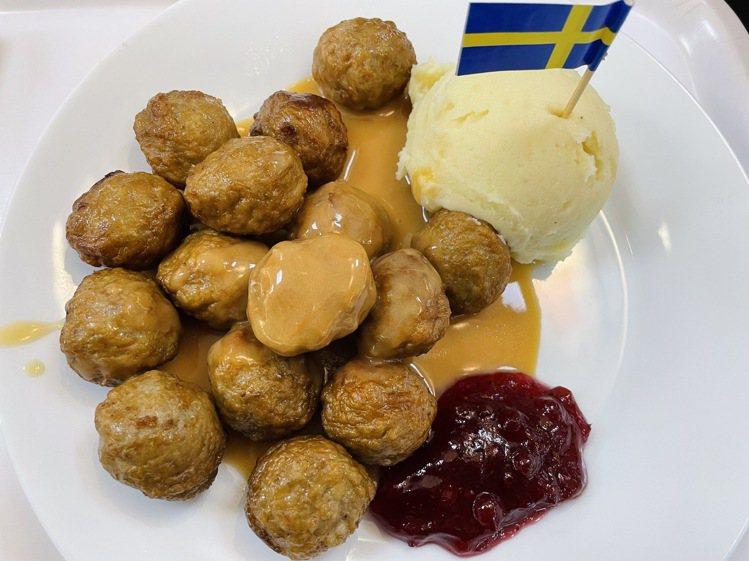 圖為疫前IKEA瑞典餐廳的經典肉丸餐點。圖/編輯攝影