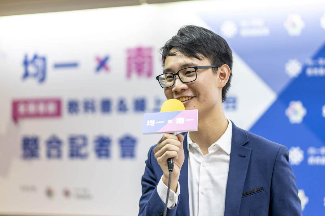 在暑假、線上學習需求降低的期間,均一將與TFT為台灣而教,攜手共同幫屏東的老師開...