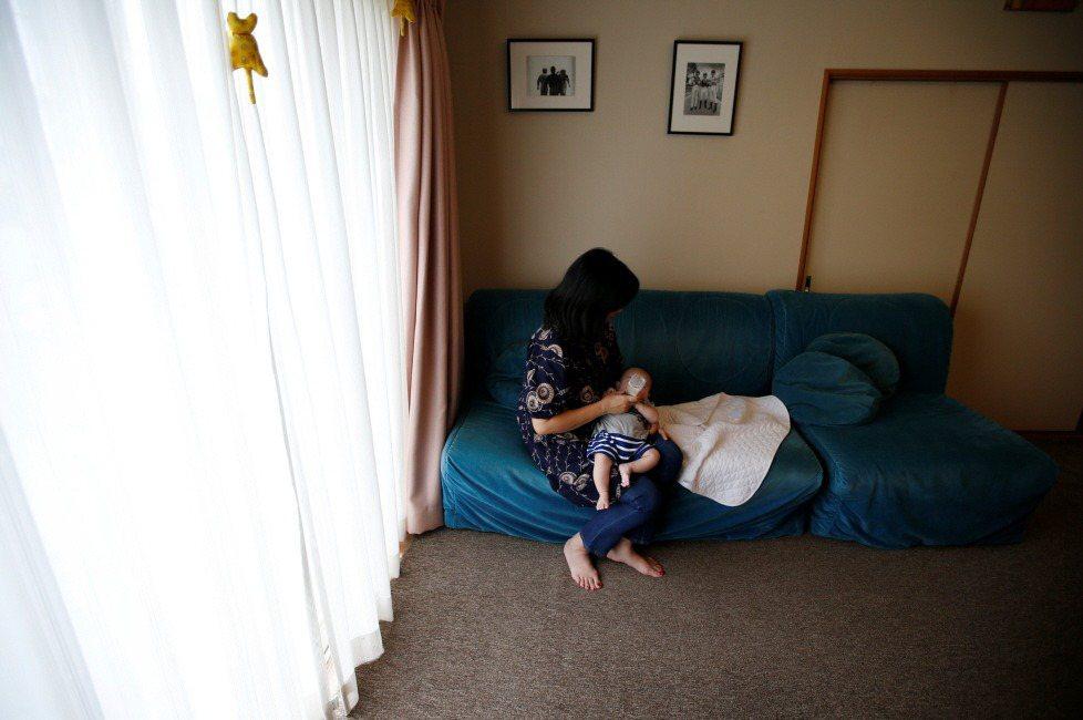 當家庭內的分工確實不平等時,這是女人個人的責任嗎?示意圖。 圖/路透社