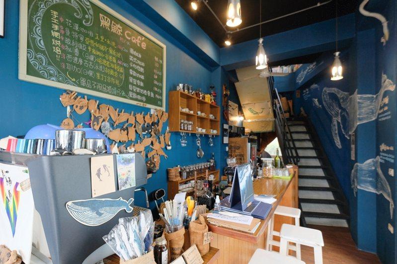 位在花蓮「黑鯨咖啡館」,是一間以鯨豚為主題的咖啡館。(圖/金大佛提供)