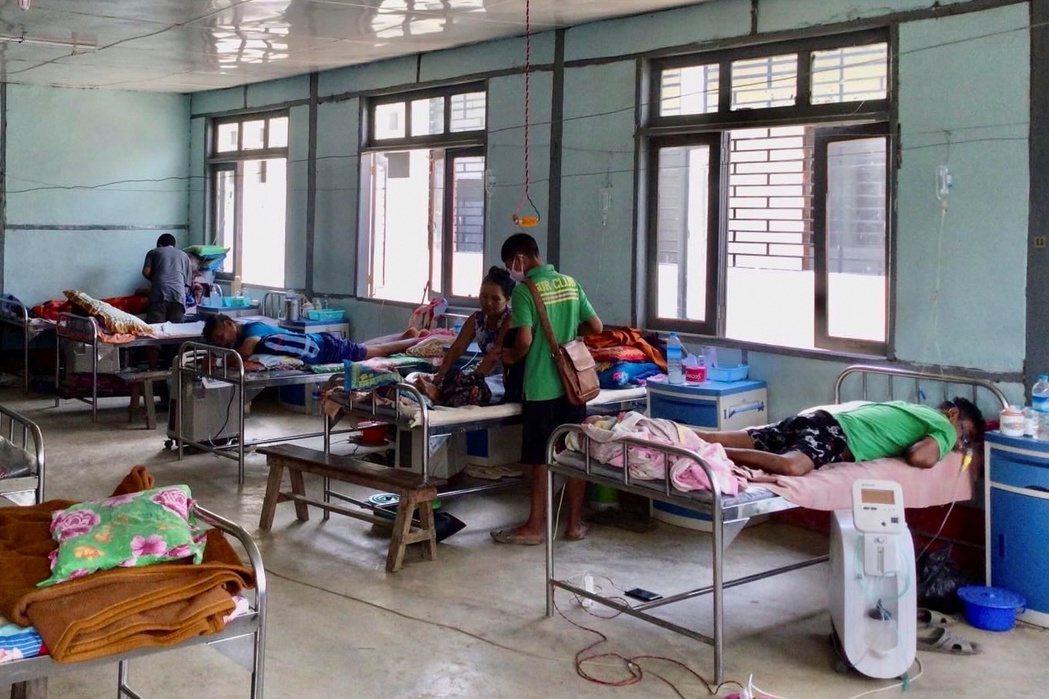 圖為緬甸欽邦一間治療冠狀病患的醫院。 圖/路透社