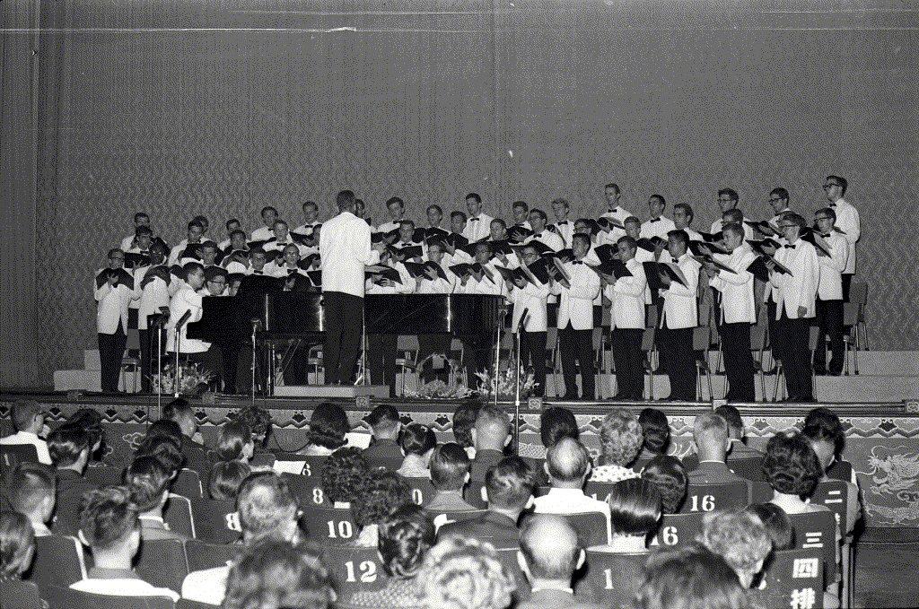 1961年7月,哈佛大學合唱團於國光戲院演出。 圖/聯合報系資料照