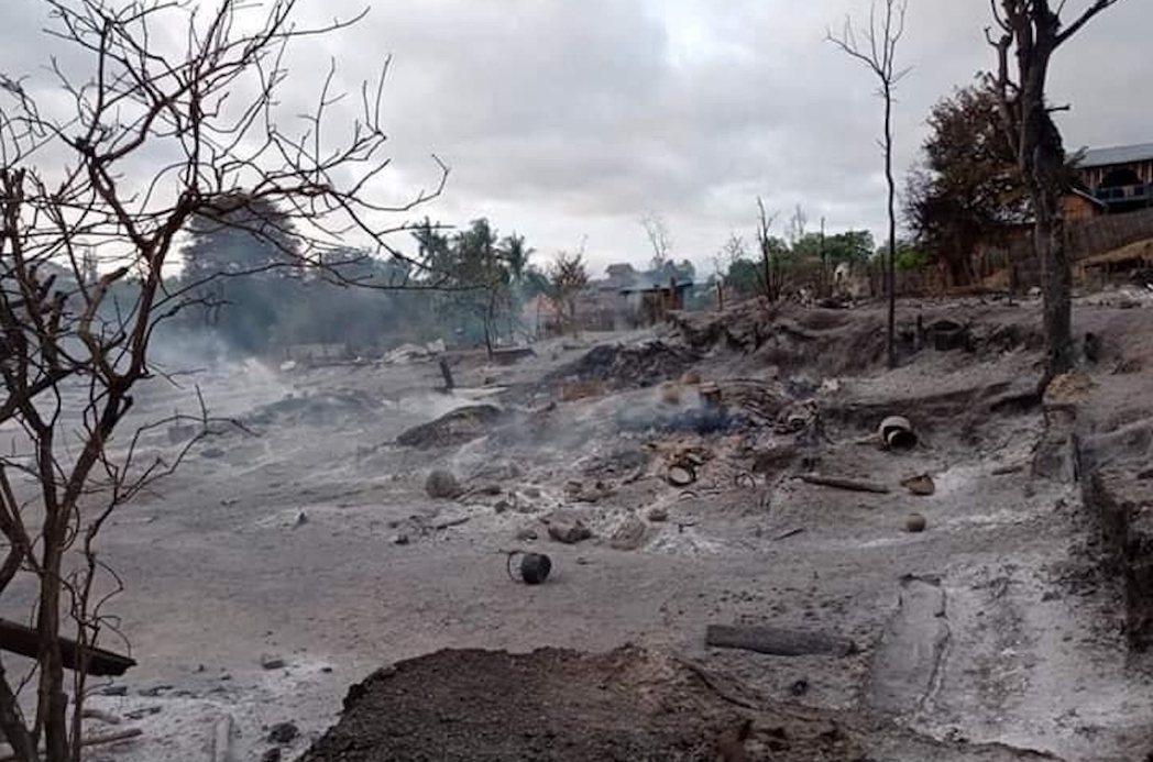 6月6日,緬甸中西部馬圭省的村莊遭燒毀。 圖/路透社