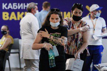 新冠疫苗爭奪戰(十):不打疫苗就開罰,俄羅斯強制接種會成功嗎?