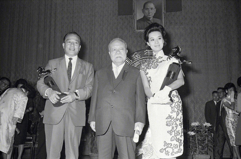 第一屆金馬獎,左為最佳男主角王引,右為最佳女主角尤敏。 圖/聯合報系資料照