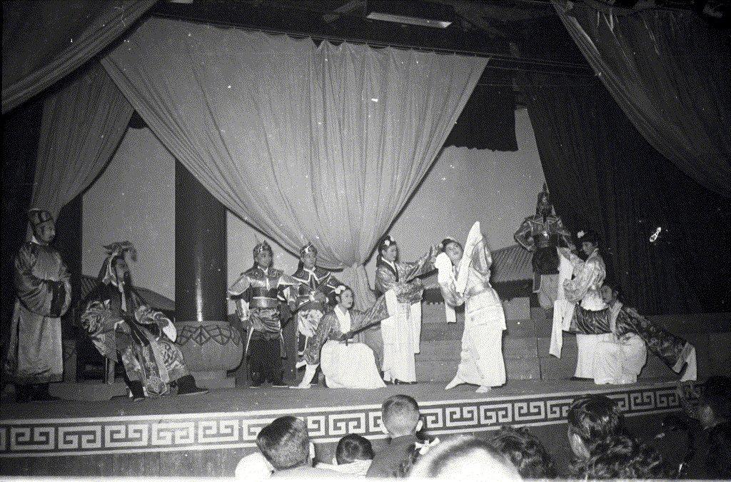 1956年2月16日,《漢宮春秋》開演花絮。 圖/聯合報系資料照