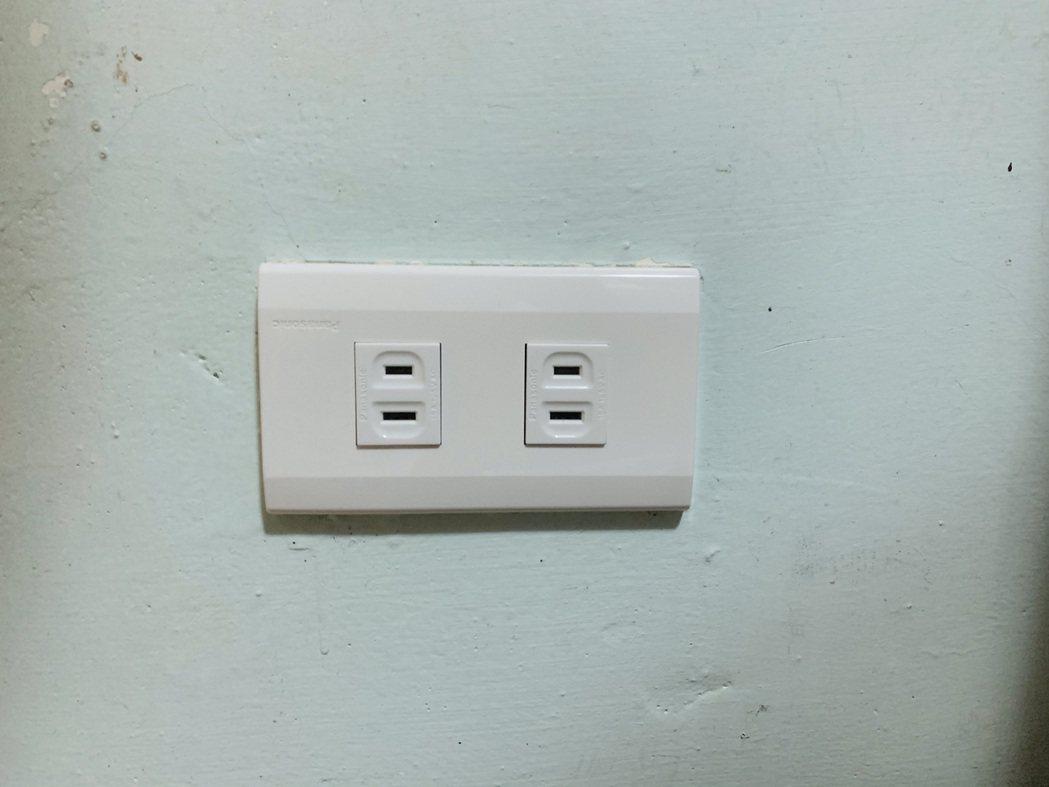 網友拆開插座竟發現大祕密。 圖/本報示意圖