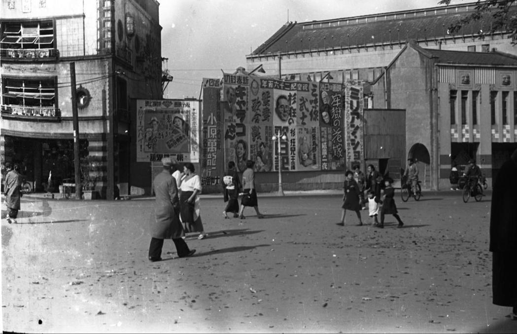圖為日治時期的新世界館周邊,戰後改為新世界戲院。新世界戲院也是1950年代台灣曇花一現的「新世界劇運」的重鎮。 圖/維基共享