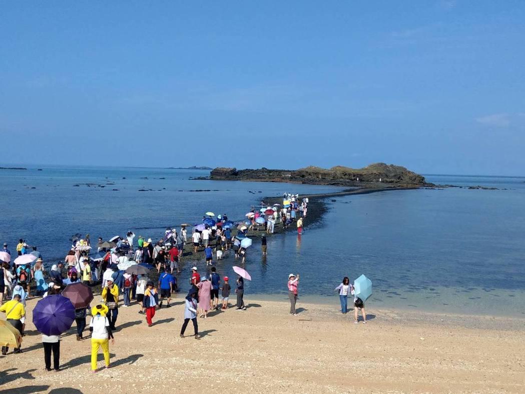澎湖摩西分海不只分隔赤嶼與北寮的奎壁山,似乎也把澎湖觀光市場的淡旺季分隔得更為明...