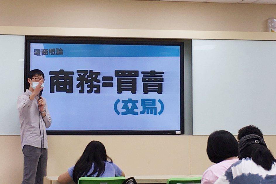 中國科大觀管系邀請專業業師進行授課。 校方/提供