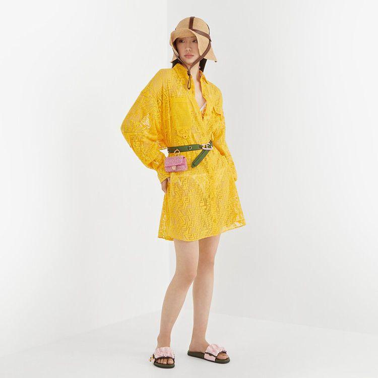 FENDI Vertigo系列黃色蕾絲裙裝,67,000元。圖/取自FENDI官...
