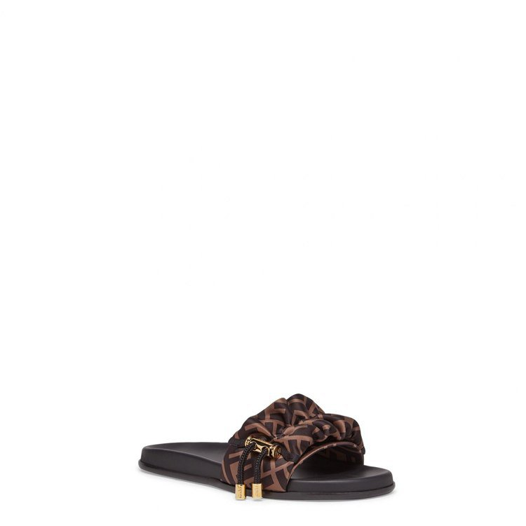 FENDI Vertigo系列FF Logo緞面拖鞋,24,500元。圖/FEN...