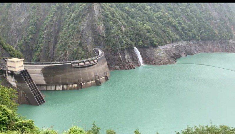 德基水庫今天下小雨,蓄水量持續緩慢增加。圖/民眾提供