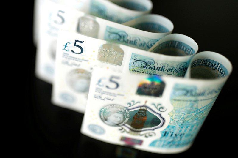「倫敦銀行同業拆借利率(LIBOR)」將在今年底退場,投資人需注意貸款、保單、基金、債券以及衍生性金融商的基準利率是否受影響。路透