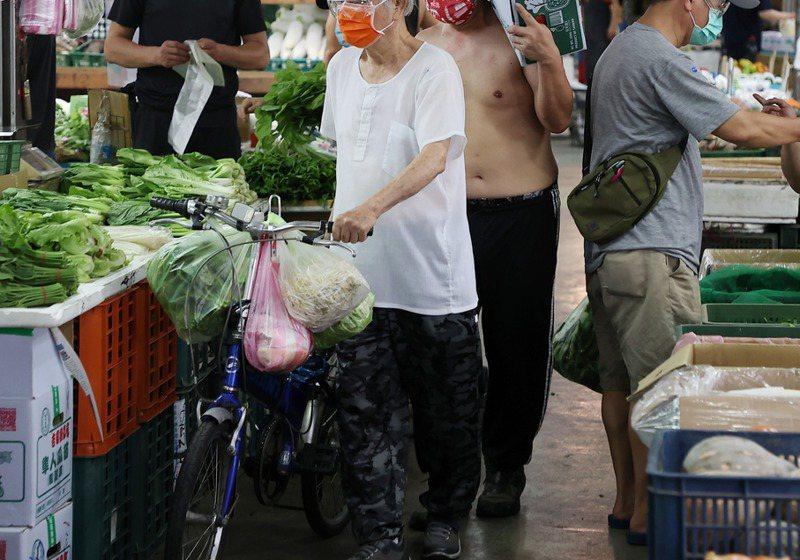 立委蔣萬安認為,將果菜市場第一線工作人員造冊並施打疫苗,才是防止疫情破口及擴散的方式。記者余承翰/攝影
