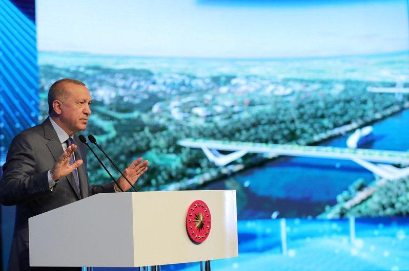 土耳其總統厄多安26日正式啟動規模達150億美元的伊斯坦堡運河建設計畫。此計畫首見於2011年,由當時還是總理的厄多安親自提出,連他自己都描述是一個「瘋狂計畫」。路透