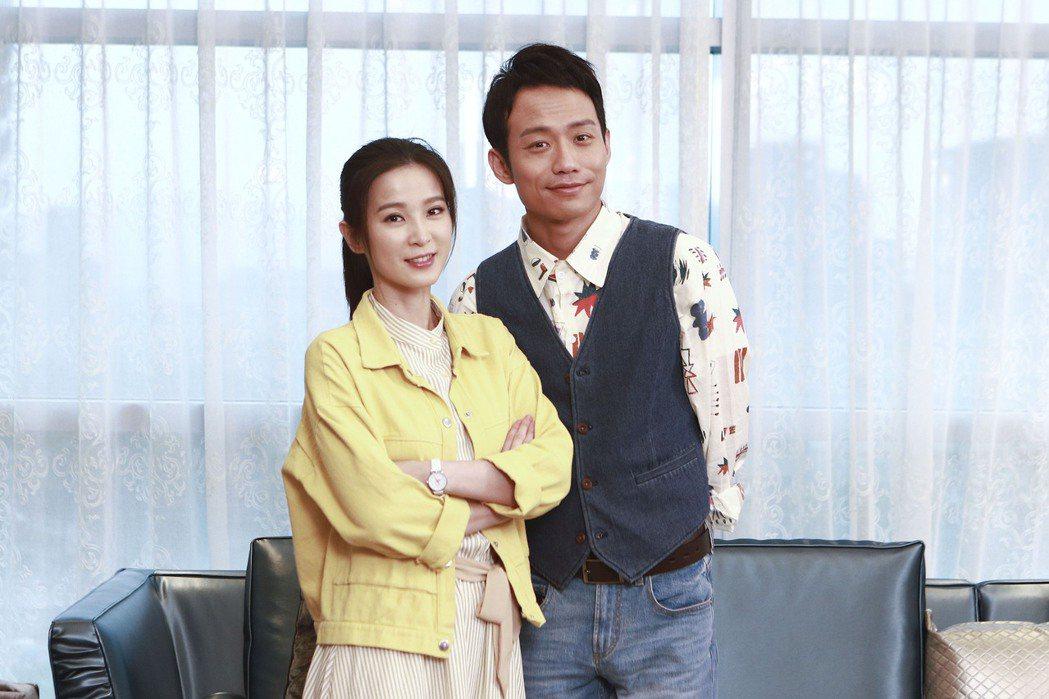 張哲豪(右)、楚宣在「黃金歲月」中有親密戲。圖/民視提供