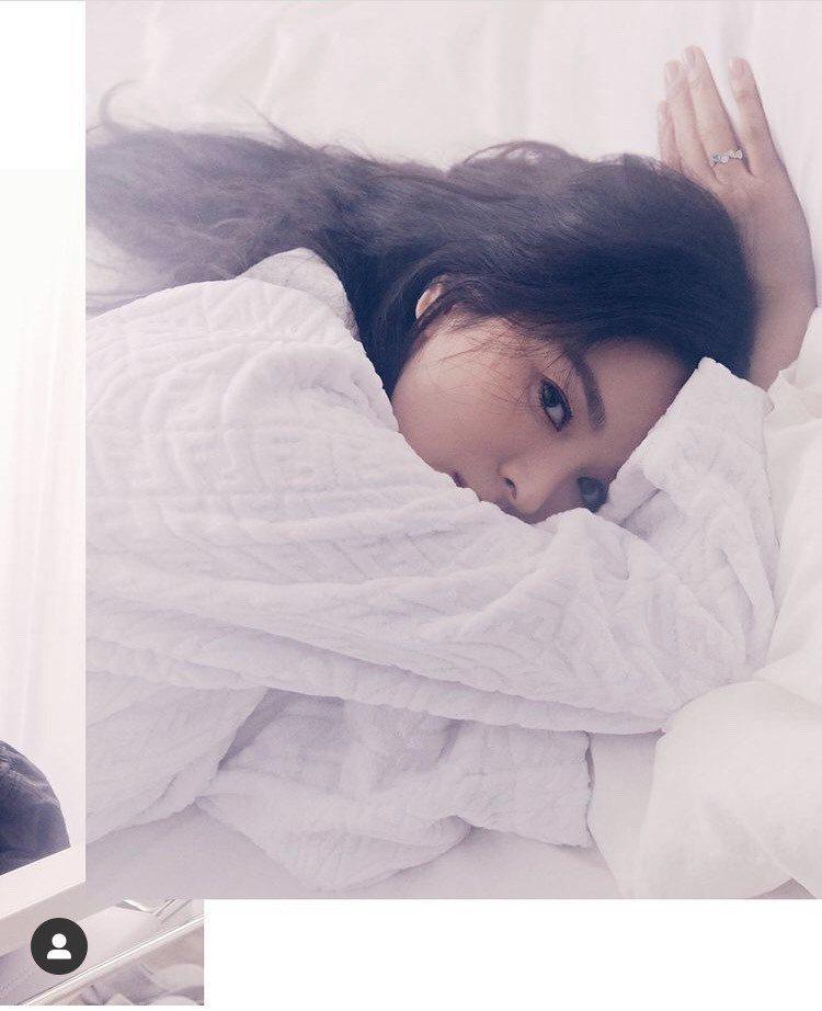 宋慧喬配戴CHAUMET珠寶登上新加坡ELLE雜誌封面。圖/取自IG @kyo1...