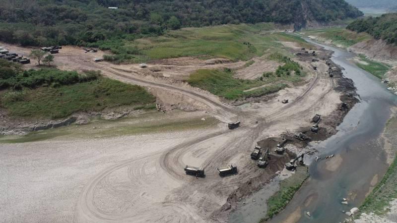 國軍支援曾文水庫清淤提前達標,完成清淤目標30萬噸。圖/南水局提供