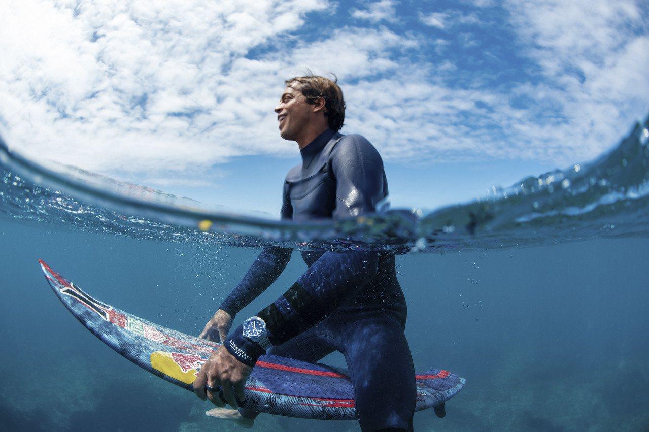 泰格豪雅邀請衝浪手Kai Lenny來詮釋Aquaracer Professio...