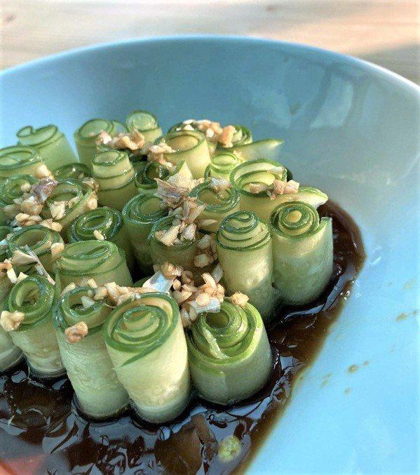 涼拌⼩黃瓜 圖/詹朝根 提供