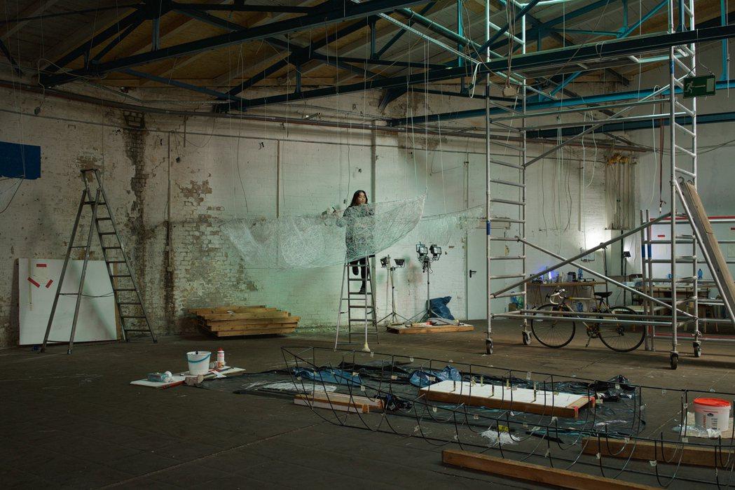 柏林給了塩田千春豐厚的創作養分,她現也定居於此。圖/藝術家及臺北市立美術館提供,...
