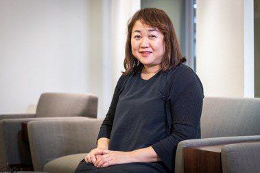 塩田千春本人害羞溫和,她笑說自己其實骨子裡是個光明的人。圖/記者沈昱嘉攝影