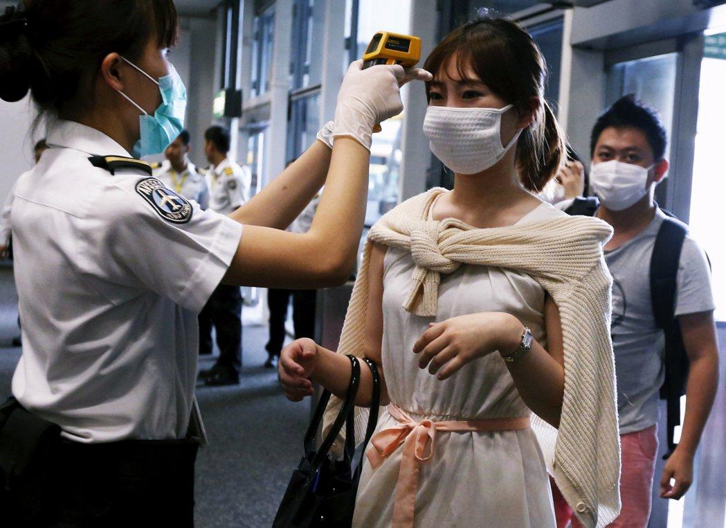 示意圖。2015年MERS疫情爆發期間,從釜山飛抵香港的南韓旅客。 圖/路透社...