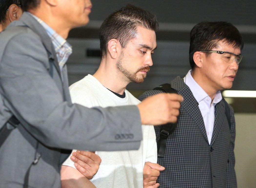 1997年4月,一名弘益大學的男大生在速食餐廳的廁所中,無故遭到陌生人攻擊身亡。...