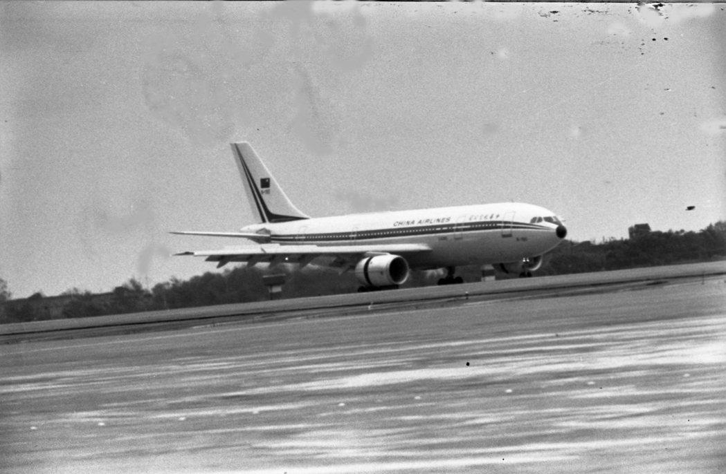 A300是空中巴士的第一款款民航主力作品。圖為1982年7月2日,華航所購買的第...