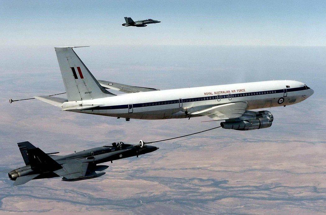 波音同時經營國防和軍用飛機事業,一方面可透過政府採購賺取巨額收入,而與航空相關的...