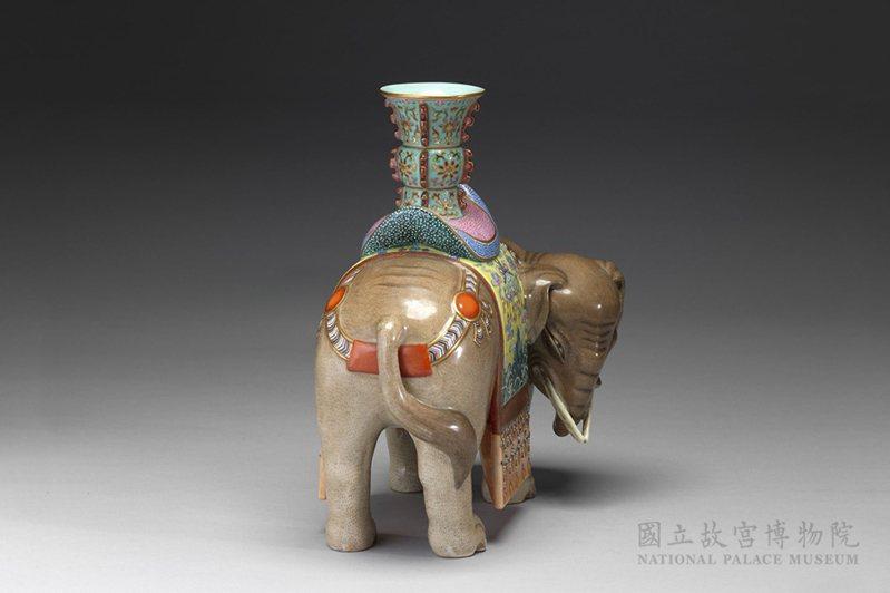 清 18世紀 太平有象瓷尊 國立故宮博物院藏
