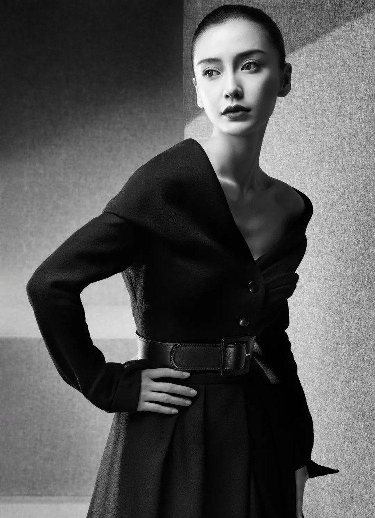 Angelababy演繹1948年秋冬高級訂製服的Ailée禮服,裙襬宛如蝶舞翩...