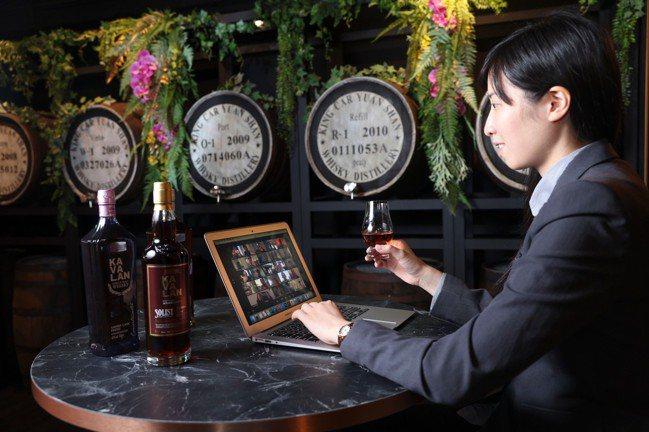 疫情來襲,蔡欣嬑很快將品酒會從線下,轉移到線上。記者王聰賢/攝影