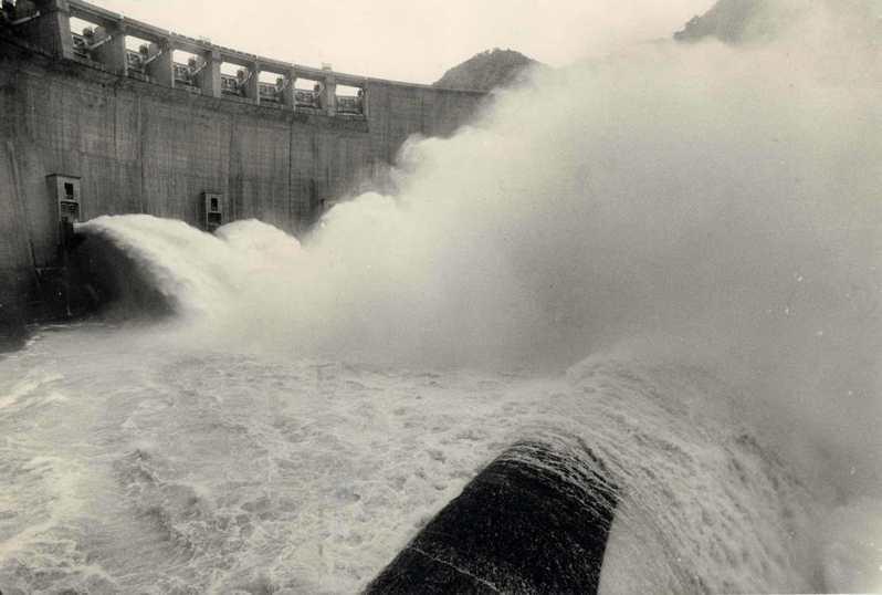 翡翠水庫竣工落成典禮,正式啟用,圖為開閘放水情形。圖/聯合報系資料照片