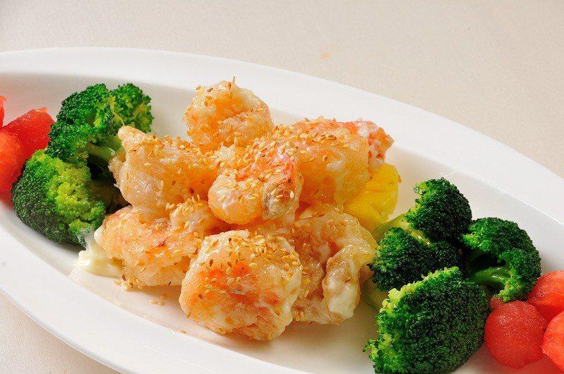 義大皇家酒店皇樓中餐廳推出的「霸王櫻桃鴨」加價購,經典菜色滿足饕客挑剔的嘴。圖/皇樓中餐廳提供